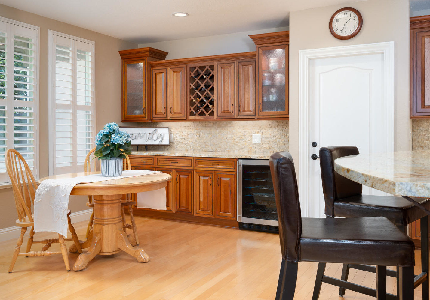 8755 Brookdale Cir Granite Bay-large-025-025-Breakfast Area-1500x1000-72dpi