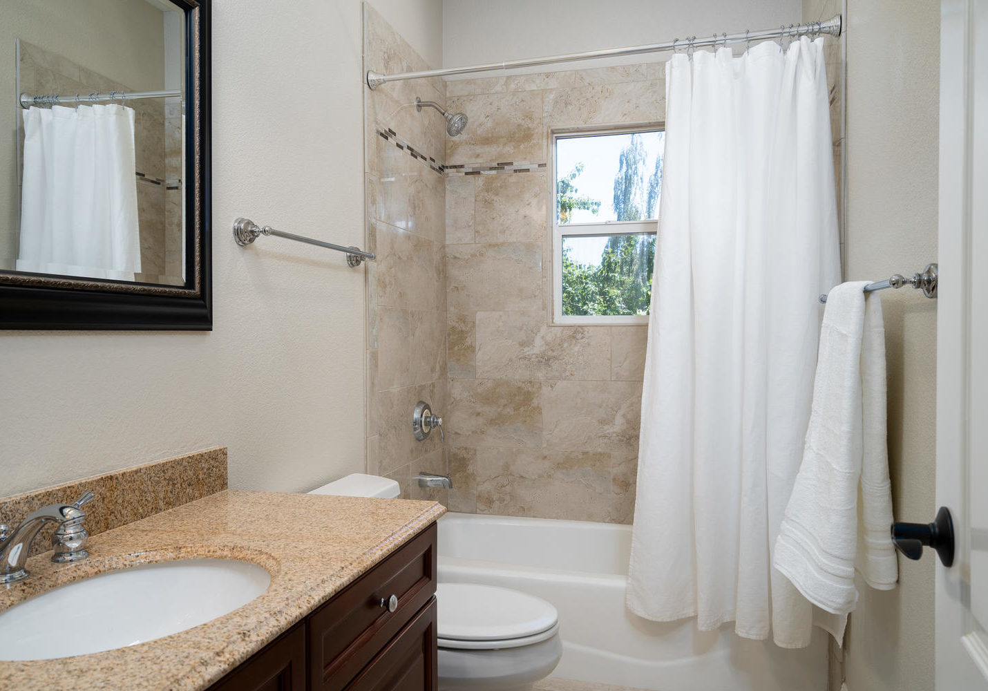 8755 Brookdale Cir Granite Bay-large-039-043-Bathroom-1500x1000-72dpi