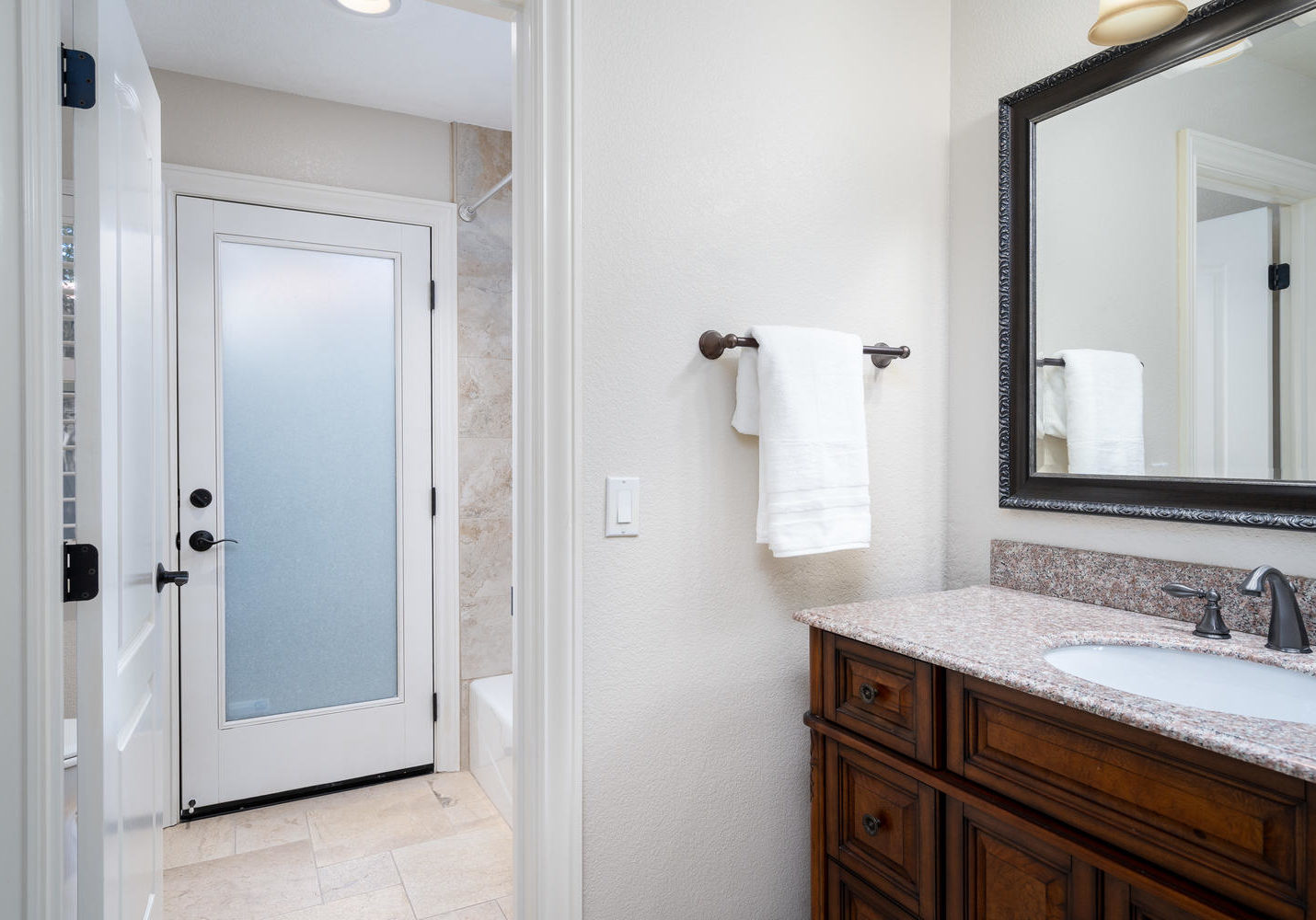 8755 Brookdale Cir Granite Bay-large-041-041-Bathroom-1500x1000-72dpi