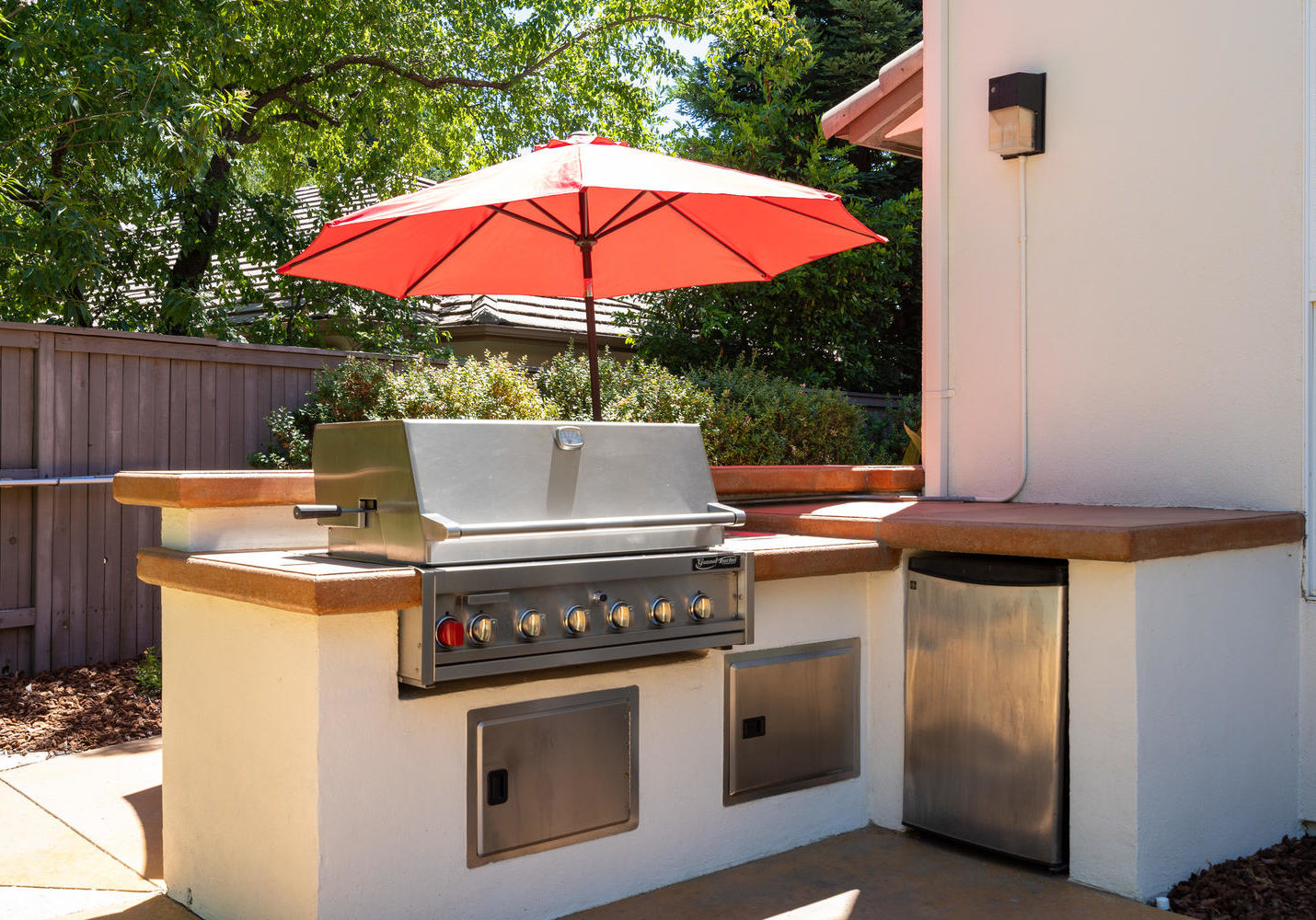 8755 Brookdale Cir Granite Bay-large-046-042-Outdoor Kitchen-1500x1000-72dpi